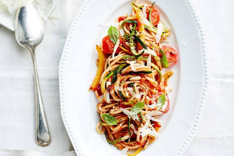 Spaghetti mit Tomaten-Sugo und Zucchini Rezept