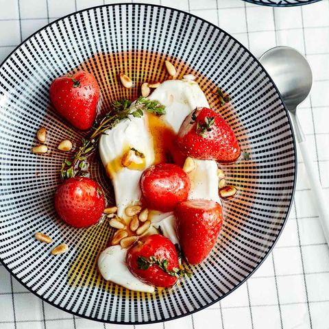 Gebackene Erdbeeren mit Thymianjoghurt