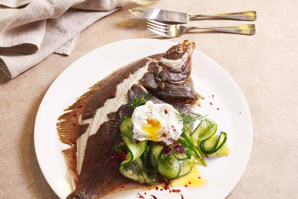 Ofen-Scholle mit Gurken-Kimchi und pochiertem Ei Rezept