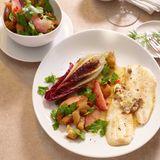 Schollenfilets in Sardellenbutter mit Pfirsich-Brot-Salat
