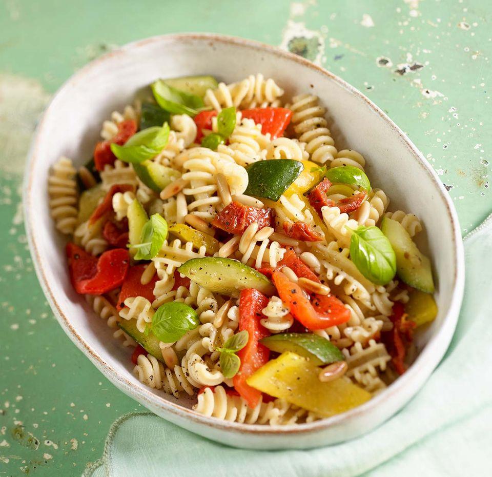 Gemüse-Nudel-Salat
