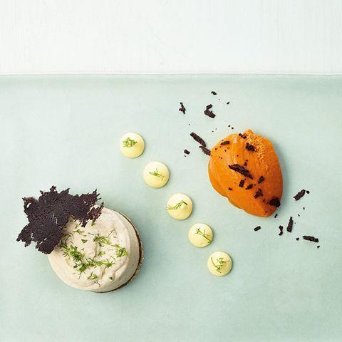 Artischocken-Bavaroise, Paprika-Olivenöl-Eis, Knusper-Oliven-Chips, Yuzu-Creme