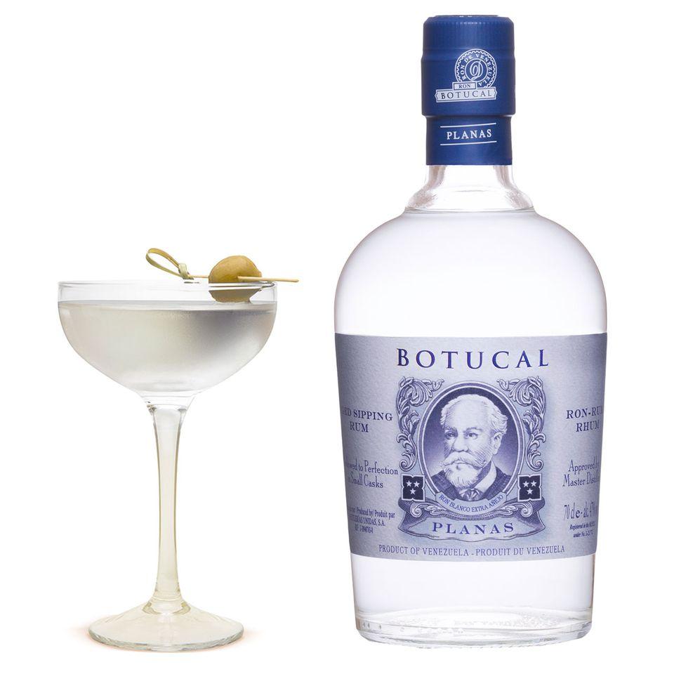 Rum Botucal Planas in der Flasche und im Cocktail Naked But Not Quite