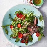 Gegrilltes Entrecôte mit Erdbeer-Rauke-Salat