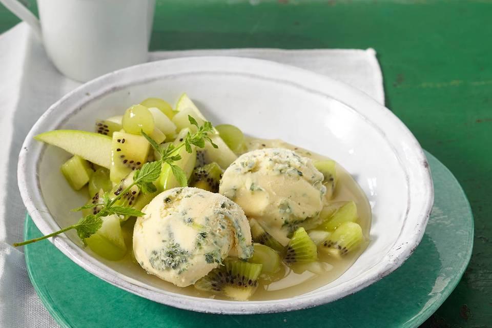 Grüne Grütze mit Zitronenmelissen-Eis Rezept