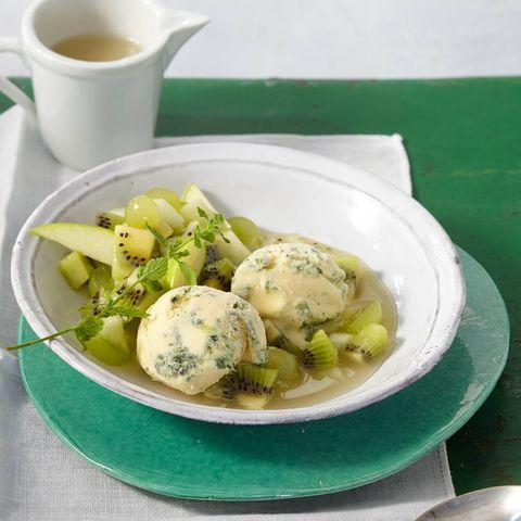 Grüne Grütze mit Zitronenmelissen-Eis