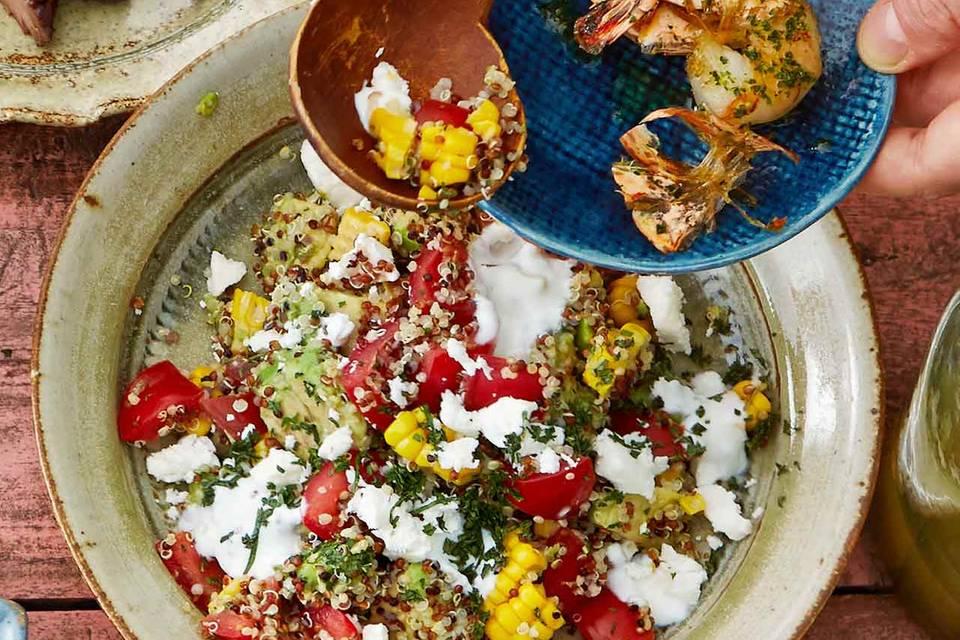 Bunter Quinoa-Salat mit Joghurt und Feta Rezept