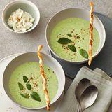 Kalte Basilikum-Kartoffel-Suppe mit Mozzarella