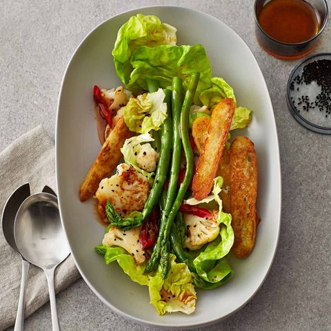 Spargel-Blumenkohl-Salat mit Schwarzkümmel und Harissa