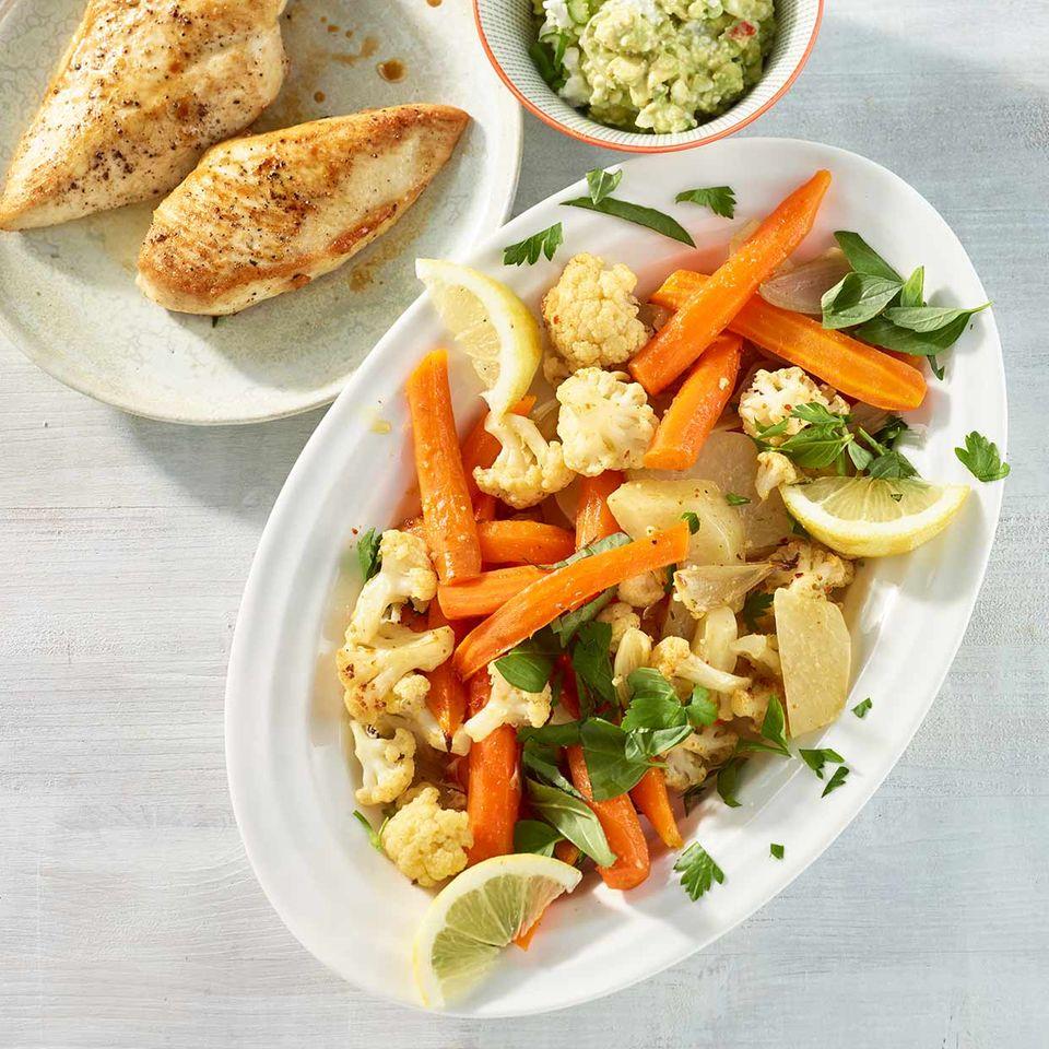 Aroma-Gemüse mit Avocado-Frischkäse