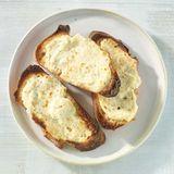 Ziegenkäse-Crostini mit Parmesan