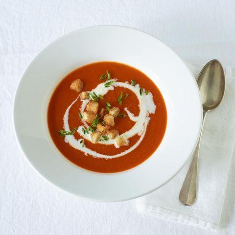 Klassische Tomatensuppe mit Croûtons