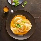 Ravioli mit Ricotta-Käse-Füllung und Kürbissauce für Thermomix ®