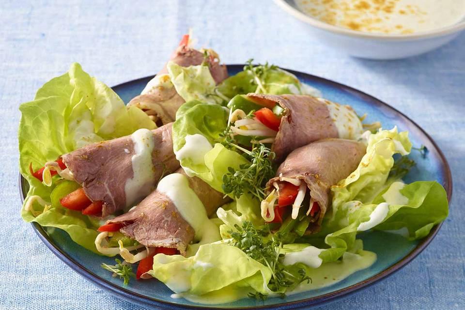 Roastbeef-Röllchen auf Salat Rezept