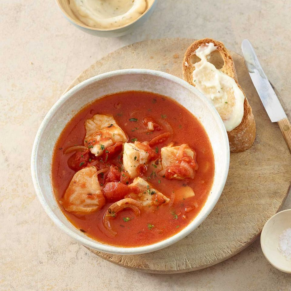 Fischsuppe mit Tomate