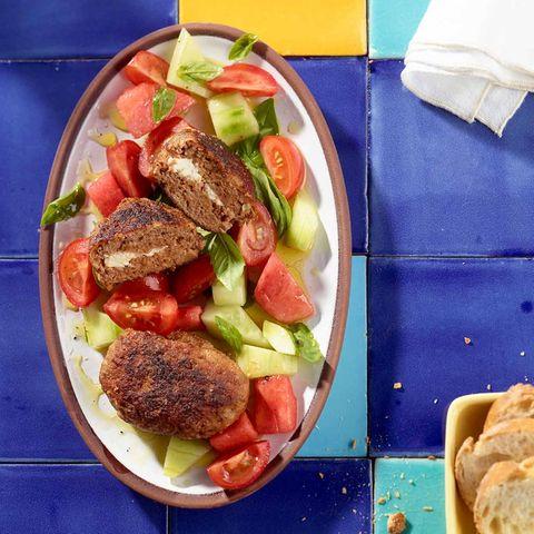 Melonen-Tomaten-Salat mit Hacksteak