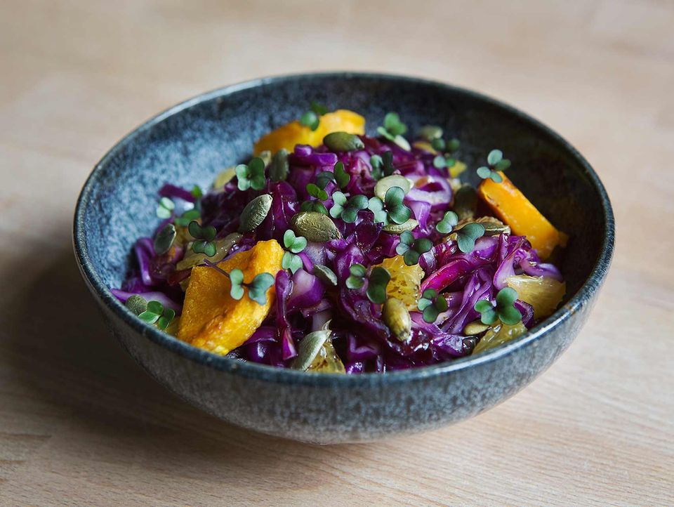 Rotkohlsalat mit Microgreens