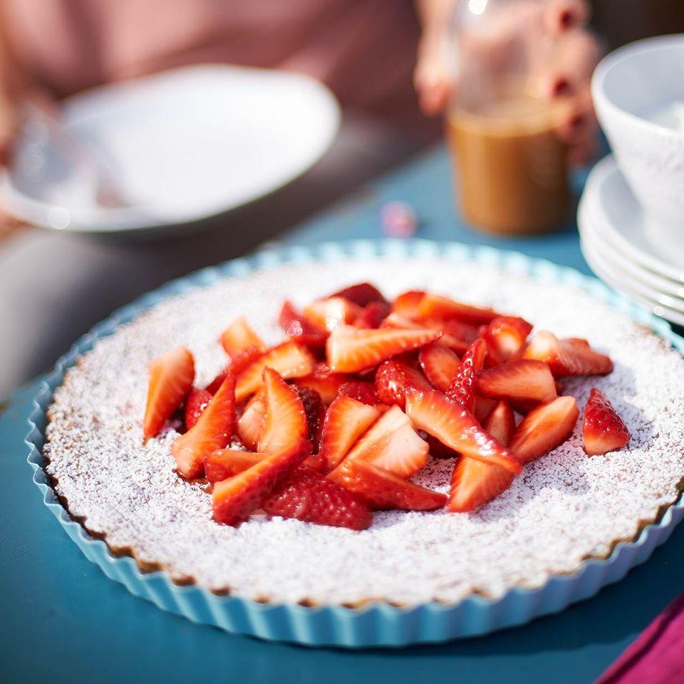Mandelkuchen mit Erdbeeren