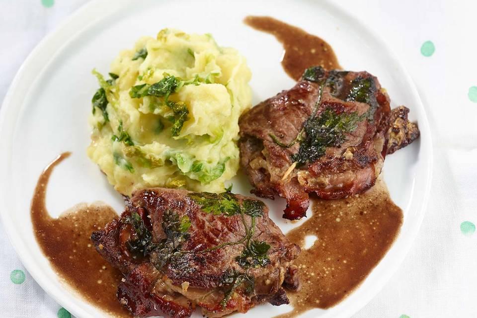 Blitz-Rinderrouladen mit Salat-Kartoffel-Püree Rezept