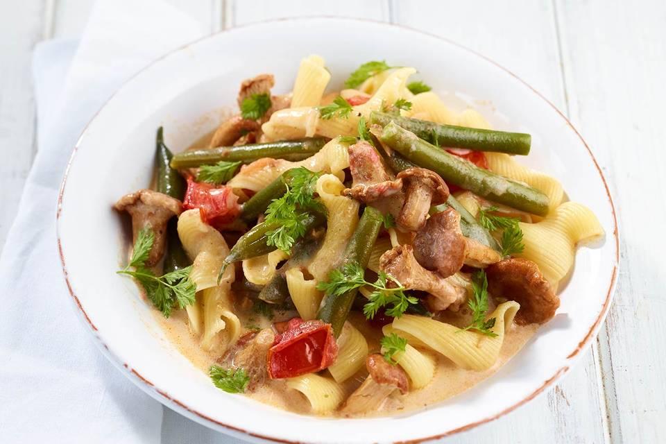 Bohnen-Pfifferlings-Pasta mit Tomaten Rezept