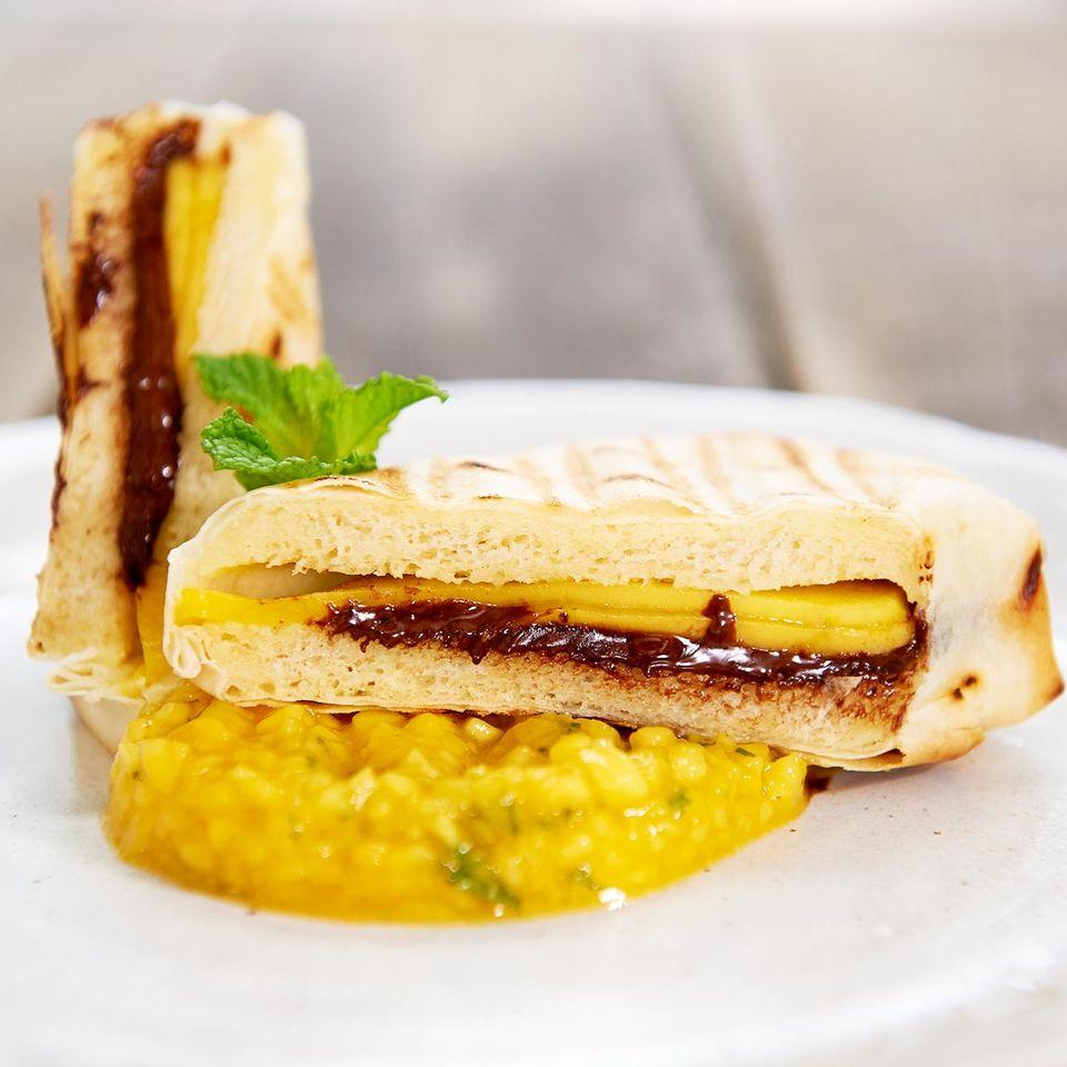 Gegrillte Mango-Schoko-Päckchen