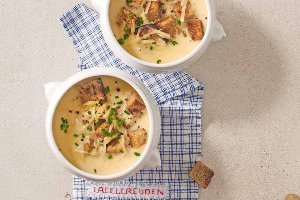 Zwiebelsuppe mit Croûtons: Thermomix ® Rezept
