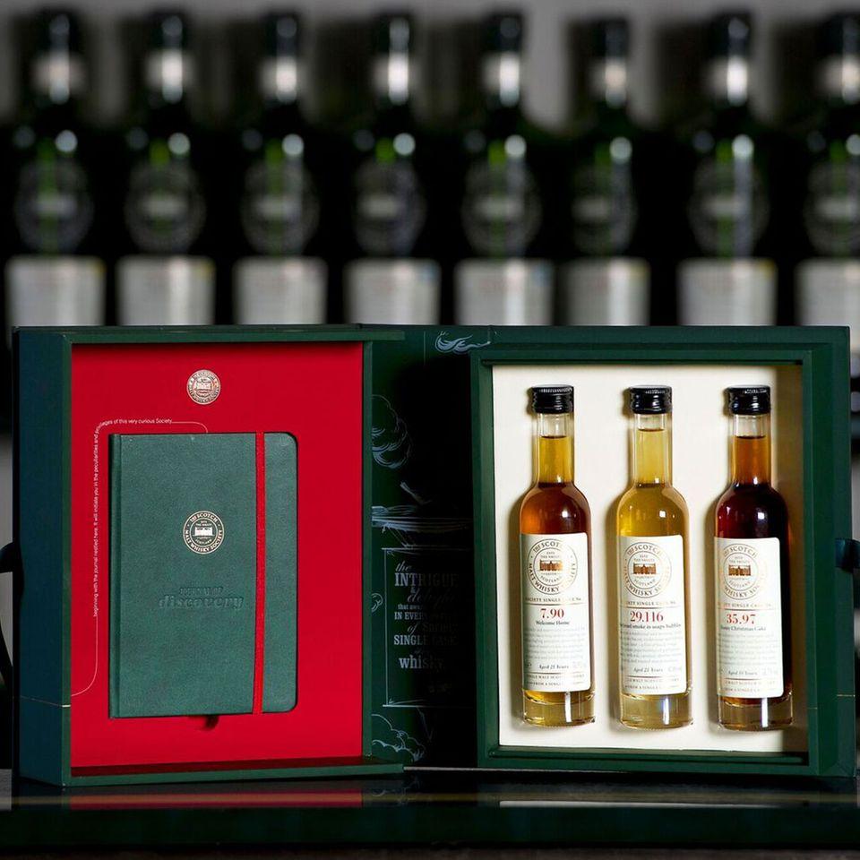 Whisky Geschenkbox mit kleinen Whiskyflaschen von der Scotch Malt Whisky Society