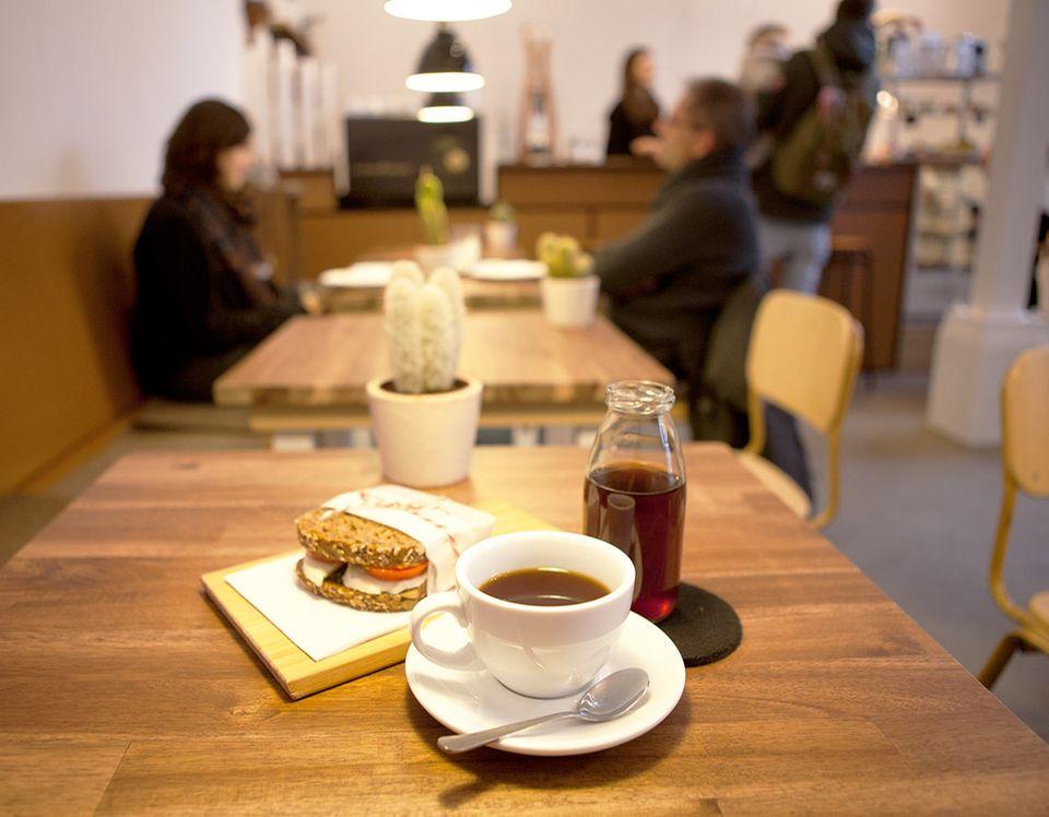 Café less political in der Hamburger Sternschanze