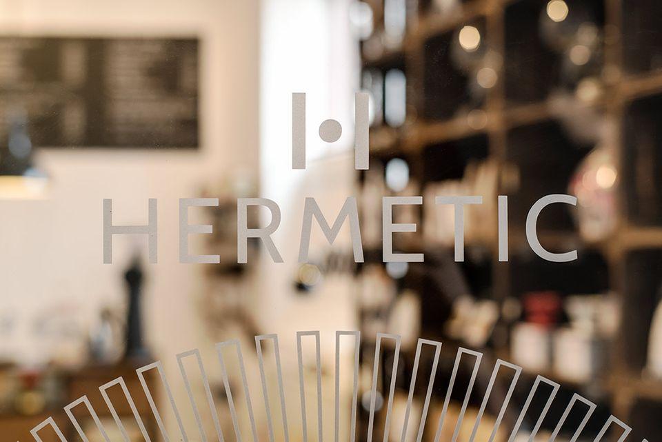 Hermetic – Café less political