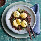 Kartoffelklöße mit Zwiebel-Pilz-Sauce