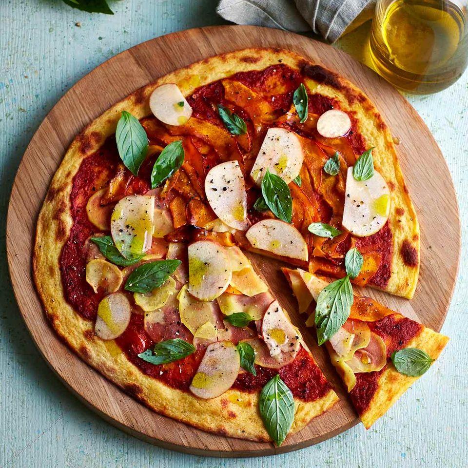 Kartoffelpizza mit Paprika und Kürbis