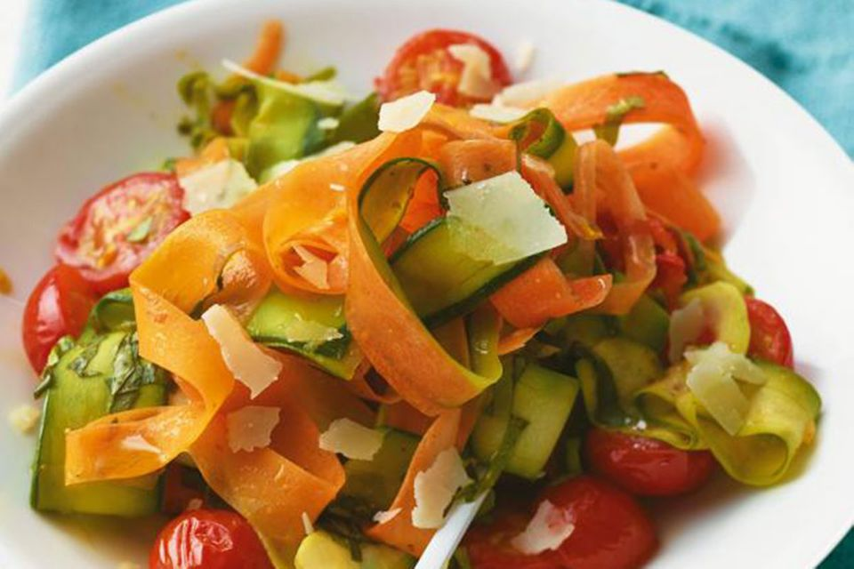 Gemüsenudeln angeschnitten