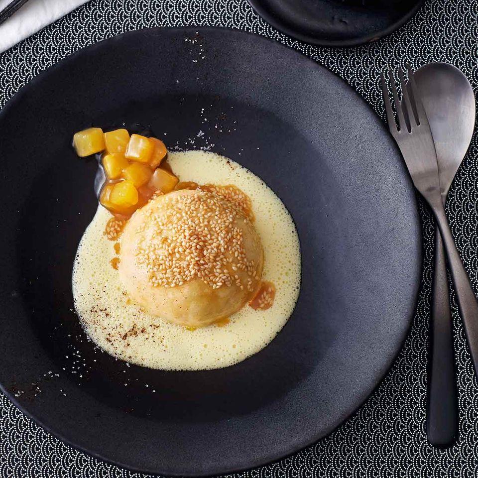 Ingwer-Germknödel mit Zitronengras-Vanillesauce