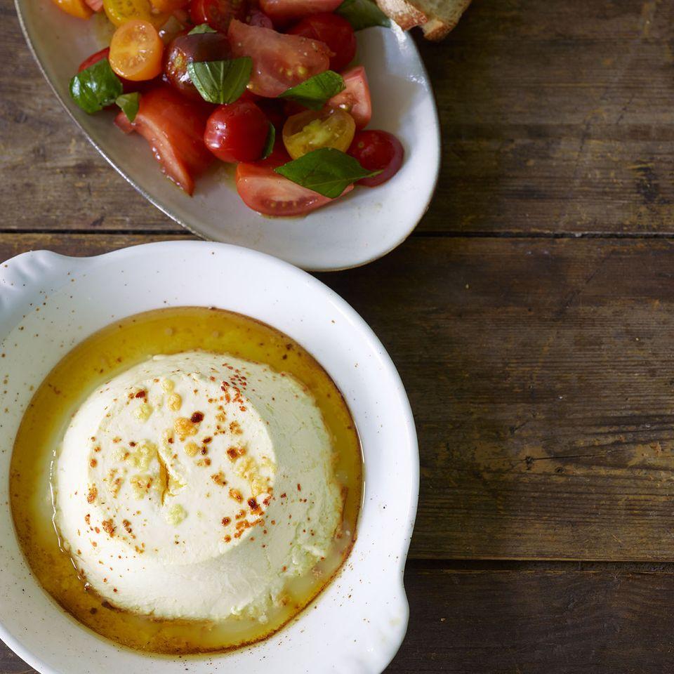 Gebackener Ricotta mit Tomatensalat