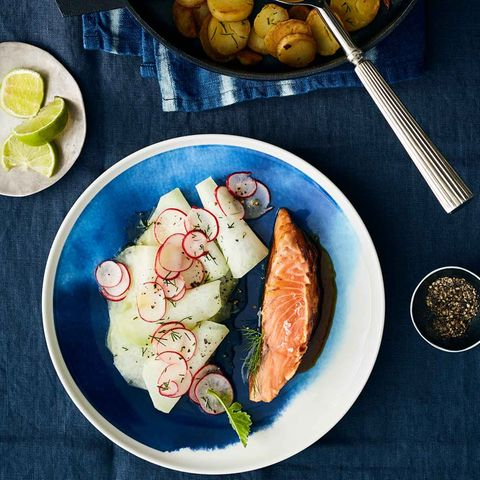 Lachs mit Kohlrabi-Gemüse und Bratkartoffeln