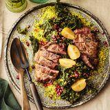 Grünkohl-Bulgur-Salat mit Schweinenackensteak