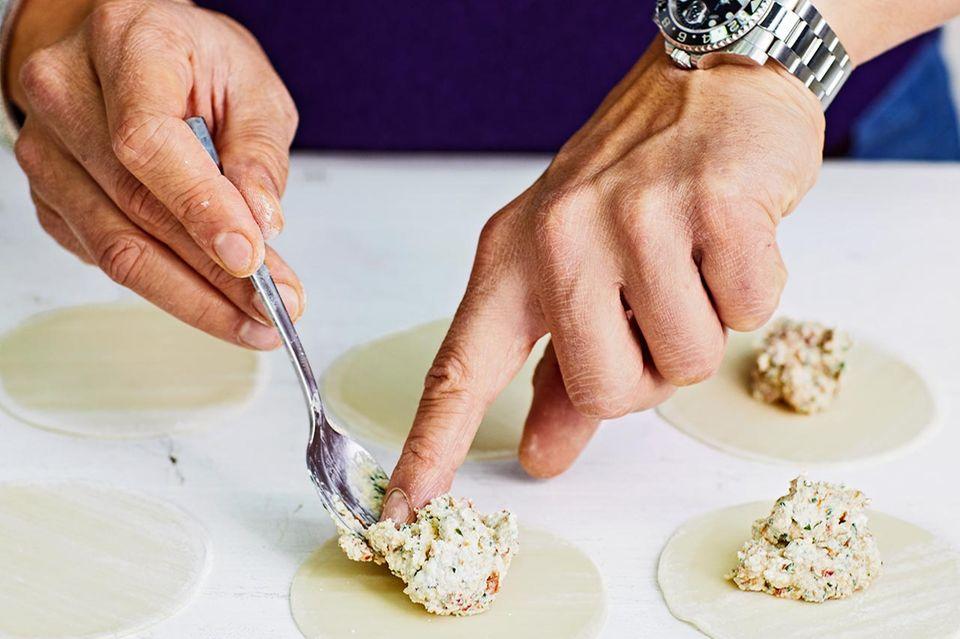 Wan Tan mit Ricotta und Käsesauce für Thermomix ® - Schritt A