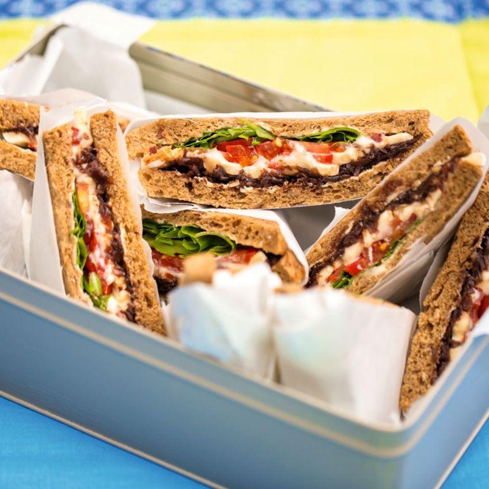 Sandwiches mit Camembert und Zwiebelconfit