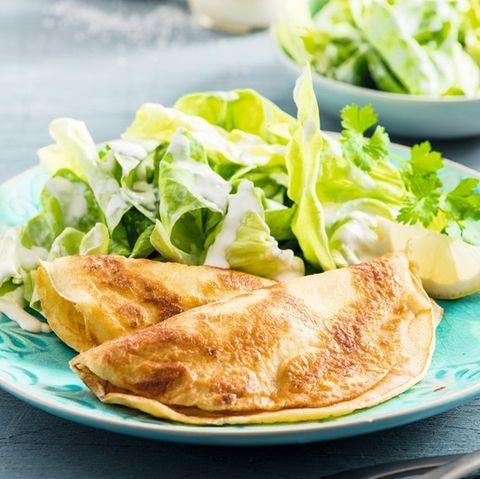 Pfannkuchen mit Kopfsalat