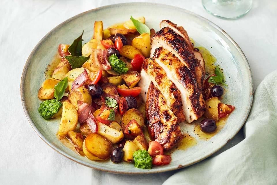 Lackierte Hähnchenbrust mit Bratkartoffeln und dazu Tomaten-Salsa und Erbsen–Mojo-verde Rezept