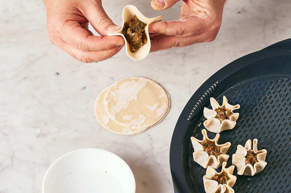Reh-Dumplings mit Pak Choi: Schritt C Dumplings formen