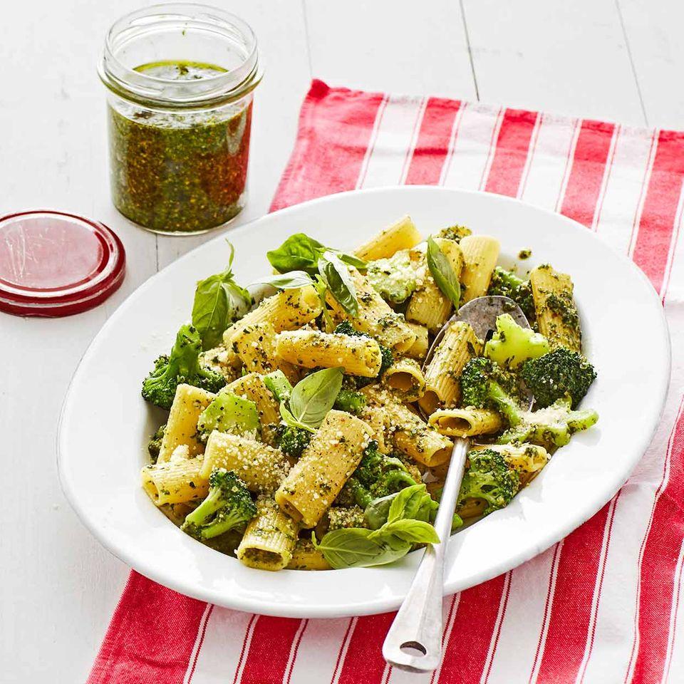 Brokkoli-Kräuter-Pasta: Thermomix ® Rezept