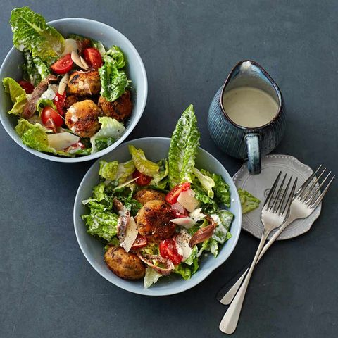 Caesar Salad mit Pilzbuletten