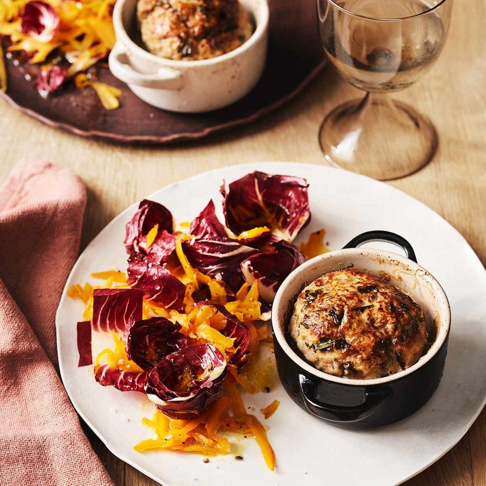 Kleine Kalbshackbraten mit Kürbis-Radicchio-Salat