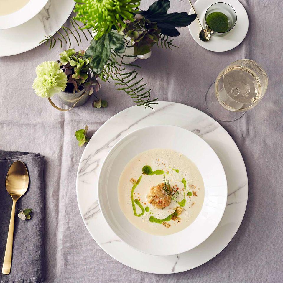 Sellerie-Meerrettich-Suppe mit Garnelenbuletten