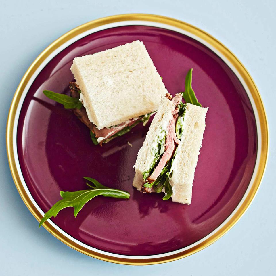 Sandwiches mit Roastbeef und Ziegenkäsecreme