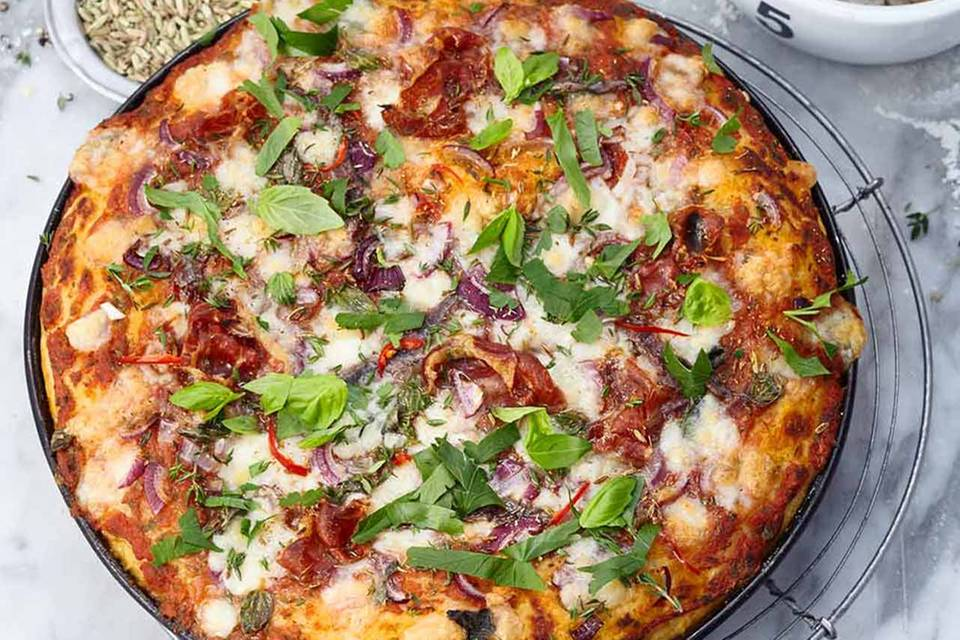 Kartoffel-Pizza mit Pancetta, Zwiebel und Fenchelsaat Rezept