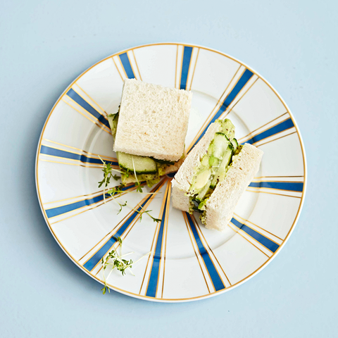 Sandwiches mit Avocado und Kaffee