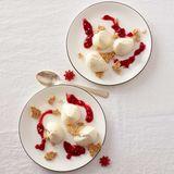 Joghurt-Mousse mit Weihnachtskrokant