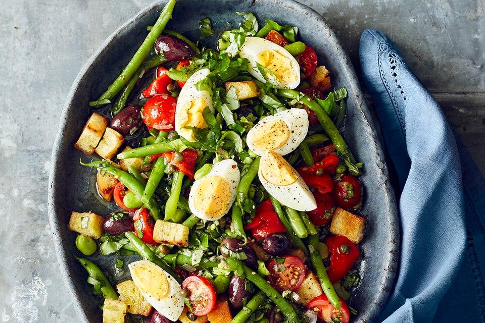 Bohnen-Brot-Salat mit Eiern Rezept